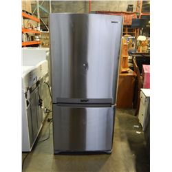 STAINLESS SAMSUNG REFRIGERATOR W/ BOTTOM FREEZER 2 DRAWER  - TESTED AND WORKING