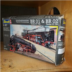 REVELL BRO1 AND BRO2 EXPRESS LOCOMOTIVE TRAIN MODELS
