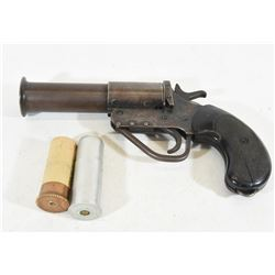 Unknown Flare Gun with Two Flares