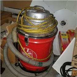 MILWAUKEE SHOP VAC