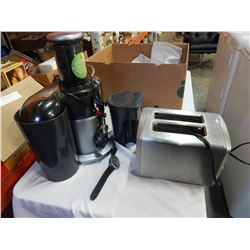 BREVILLE JUICER AND CUISINART TOASTER