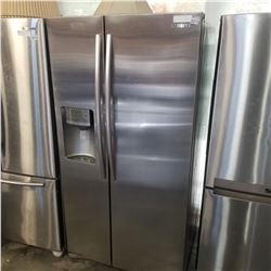STAINLESS SAMSUNG SIDE BY SIDE REFRIDGERATOR W/ ICE MAKER AND WATER - TESTED AND WORKING