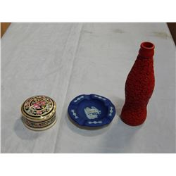 CINNIBAR VASE, WEDGEWOOD ASHTRAY AND WEDGEWOOD CHINA DISH WITH LID