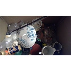 LOT OF ASSORTED COLLECTIBLES (GLASSWARE, ETC.)