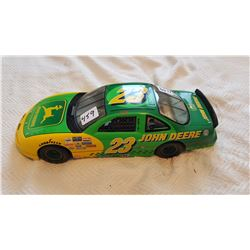 JOHN DEERE RACE CAR (1:18 SCALE)