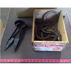 LOT OF 12 HORSE SHOES AND HAND SHEARER