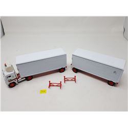 CANADIAN FAST FREIGHT DOUBLES (1:64 SCALE)