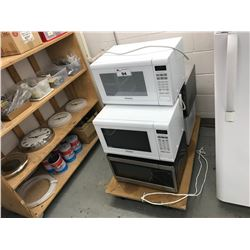 ASSORTED MICROWAVE OVENS WITH MOBILE PULLING CART