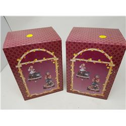 """LOT OF 2 FIGURINES (BOX IS 9"""" X 6.5"""")"""