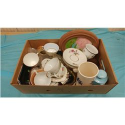 LOT OF ASSORTED COLLECTIBLES INCLUDING FIRE KING TEA CUP