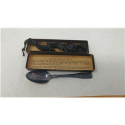 YI YI SPOON WITH BOX