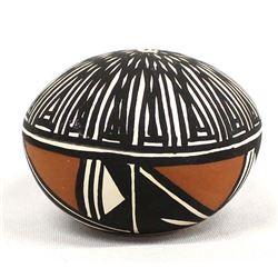 Acoma Fine Line Pottery Seed Jar