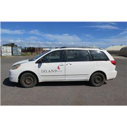 05 Toyota Van -Used on Runway Plates in Storage (Runs & Drives See Video)