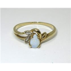 Estate - 10 KT Yellow Gold Diamond & Opal Ring