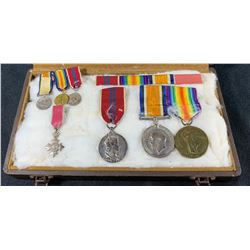 Militaria - Lot of 2 World War 1 Medals with Miniatures + Bonus
