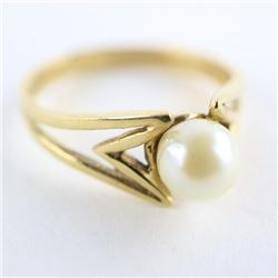 Estate 10kt Gold Culture Pearl Ring . Size 7