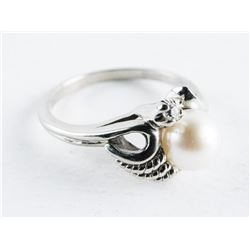 Estate 10kt White Gold Culture Pearl Ring. Size 6.