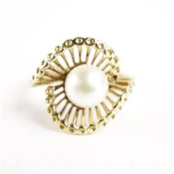 Estate Ladies 14kt Gold Culture Pearl Ring Size 5.
