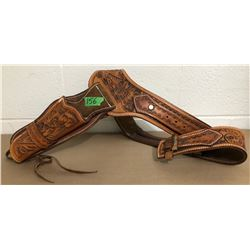 NICELY TOOLED LEATHER BELT W / HOLSTER