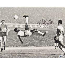 Pele Signed 11x14 Photo (Beckett LOA)