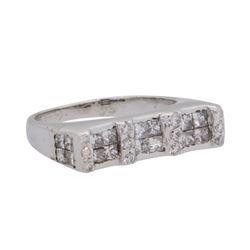 0.5 ctw Diamond Ring - 18KT White Gold