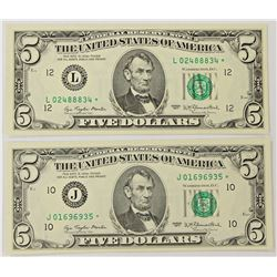 """TWO 1977 $5.00 FEDERAL RESERVE """"STAR"""" NOTES"""