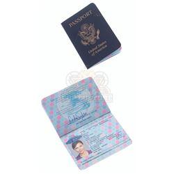 Strip Search (TV) – Linda Sykes' (Maggie Gyllenhaal) Passport – VI695