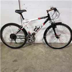 WHITE BLACK GT BIKE