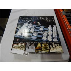 GLASS 3 IN 1 CHESS SET