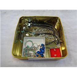 TRAY OF RHINESTONE JEWELLERY