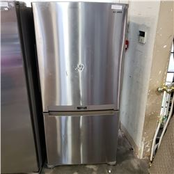 STAINLESS SAMSUNG REFRIDGERATOR W/ BOTTOM FREEZER 2 DRAWER - TESTED AND WORKING