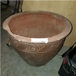 LARGE POTTERY PLANTER