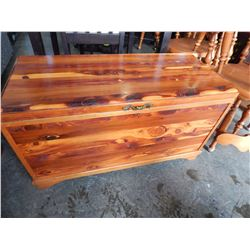 PINE TRUNK WITH 2 TRAYS