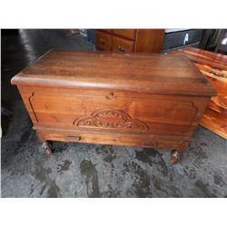 VINTAGE WOOD BLANKET BOX
