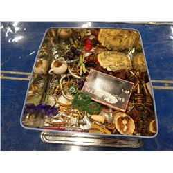 LARGE TIN OF VARIOUS JEWELLERY AND COLLECTIBLES