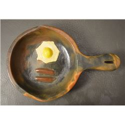 NAVAJO INDIAN POTTERY FRYING PAN (BETTY MANYGOATS)