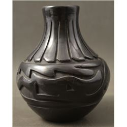 SANTA CLARA INDIAN POTTERY VASE (DENISE CHAVARRIA)