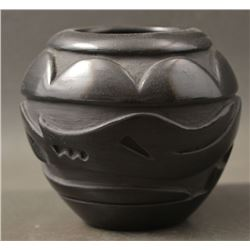 SANTA CLARA INDIAN POTTERY VASE (JENNIFER TAFOYA)