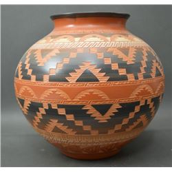 NAVAJO INDIAN CERAMIC OLLA (PAULENA N )