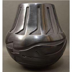SANTA CLARA INDIAN POTTERY JAR (CHRISTINA NARANJO)