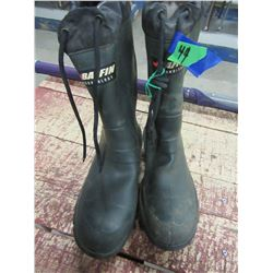 BAFFIN LINED RUBBER BOOTS (SIZE 9)
