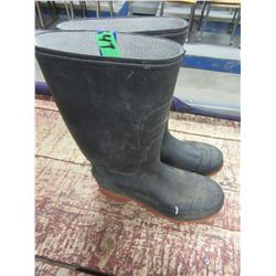 BLACK RUBBER BOOTS (SIZE 8)