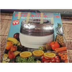 FOOD DEHYDRATOR IN ORIGINAL BOX
