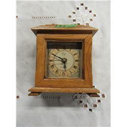 ERGO BATTERY OPERATED MANTLE CLOCK (OAK STYLE CASE)