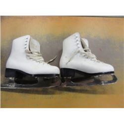 FIGURE SKATES (SIZE 3) WITH CARRY BAG