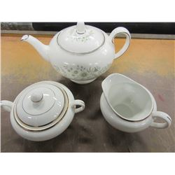 WEDGEWOOD TEAPOT & MADE IN ENGLAND CREAM & SUGAR