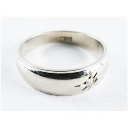 Estate Ladies 10kt White Gold Size 6.5 Band Ring with Diamonds.