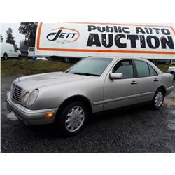 E5 --  1998 MERCEDES E320 4MATIC  , Grey , 247333  KM's