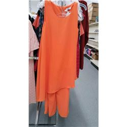 NEW WOMENS SIZE 5 OUTFIT