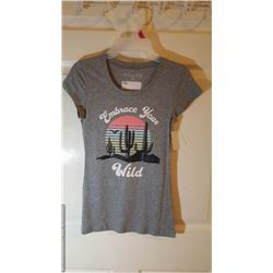 NEW WOMENS TOP SMALL